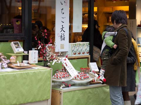 A young family taking a look a the carefully chocolate dipped strawberries.