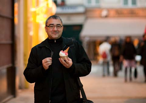 I like to eat gelato after dinner.