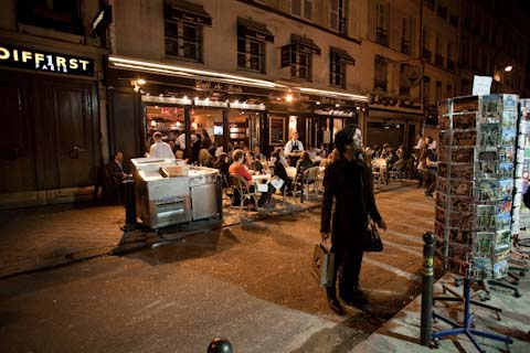Yet another perfectly lit Parisian sidestreet.