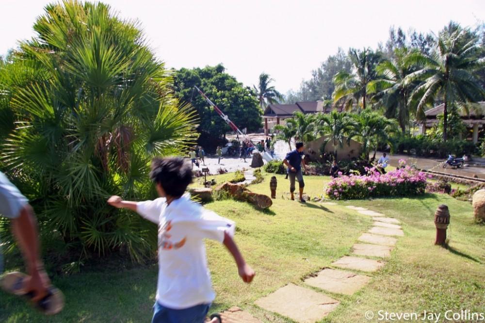 running-from-second-wave-phuket-tsunami-1024x682