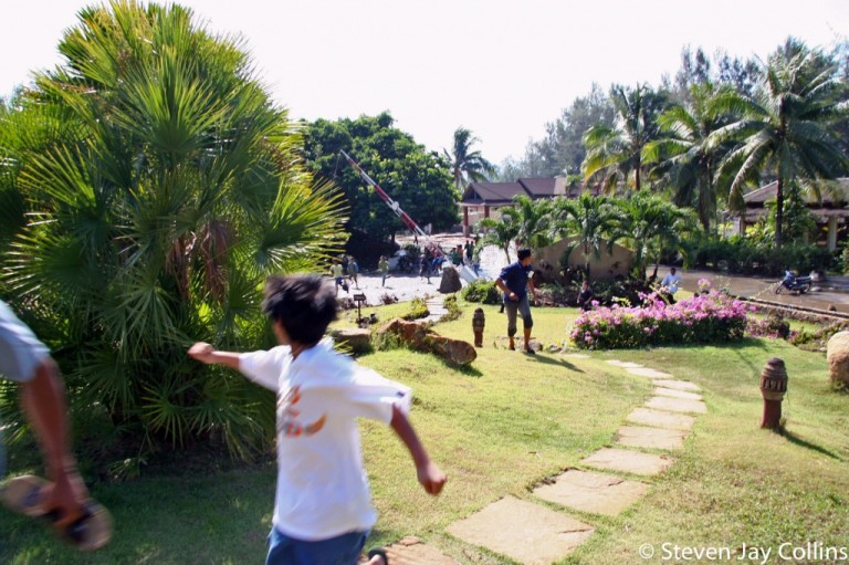 running-from-second-wave-phuket-tsunami-1024x682