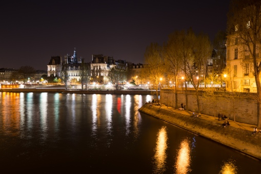 The point of Ile Saint-Louis with the Hotel Deville on the right bank.