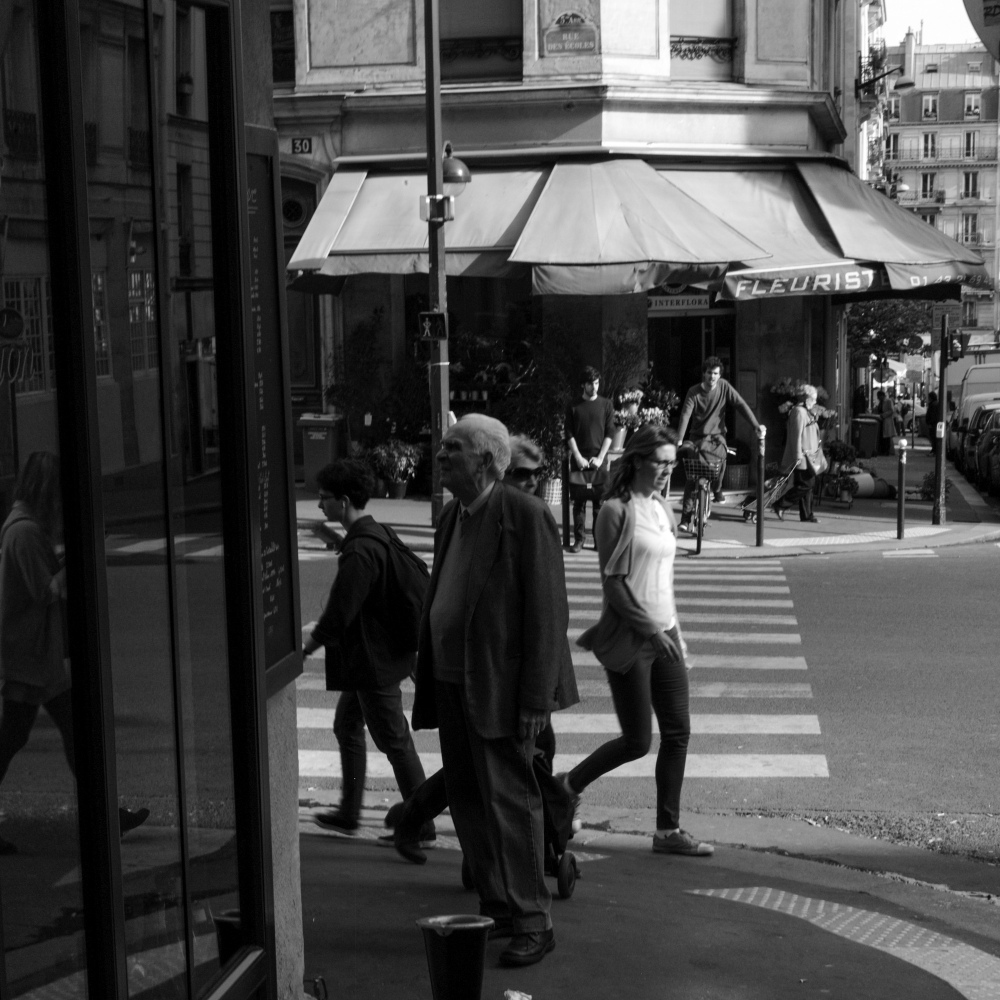 Leica M9 Zone Focus Trial with 50mm Summicron Type IV - Paris, France