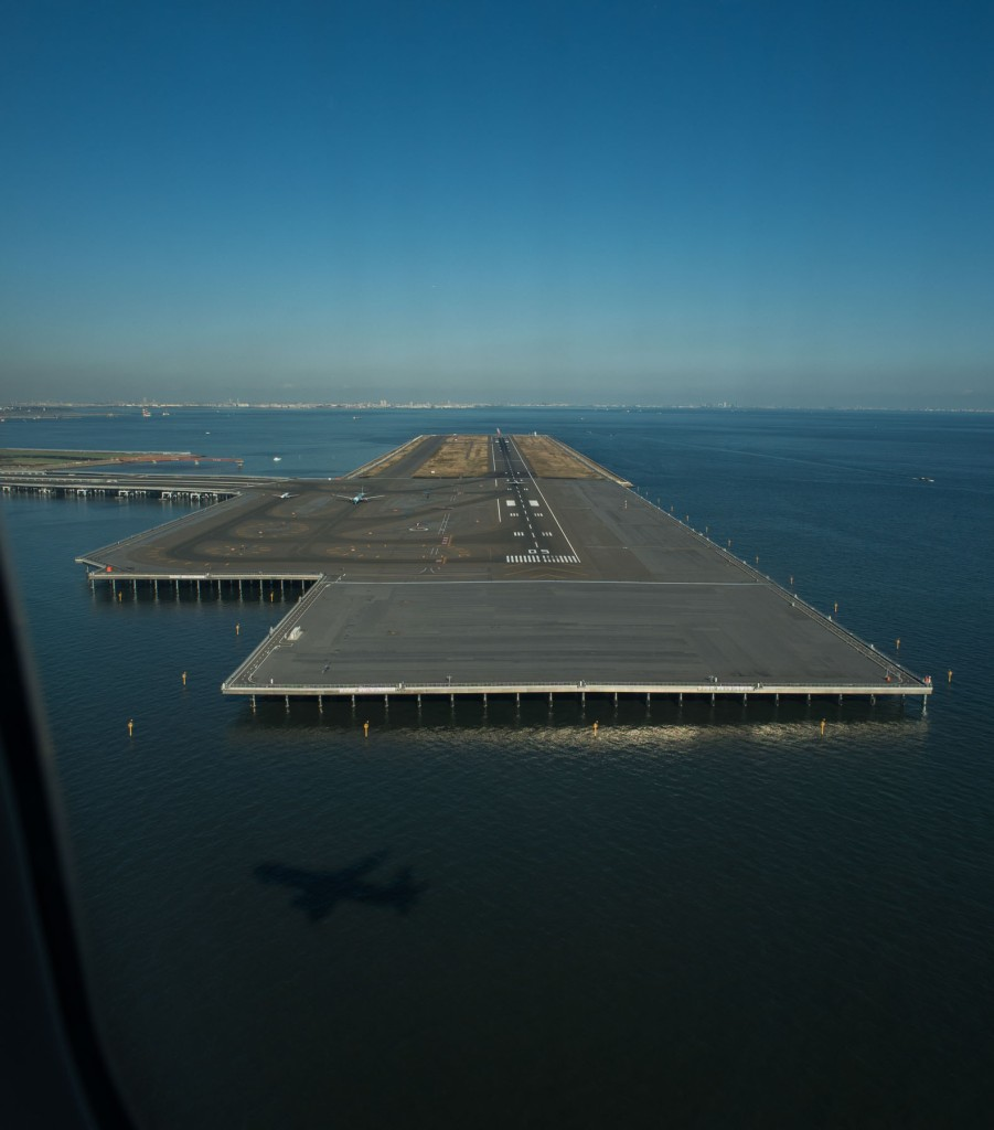Runway perpendicular to ours at Heneda