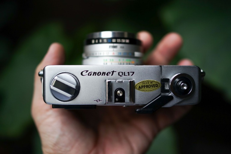 Nothing 'retro' about this camera, it's the real deal. I can see where it may have been the inspiration for modern retro cameras from Fuji, Canon, Nikon, Olympus...