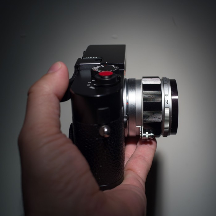 No issues with balance, feels about the same as other Leica lenses.