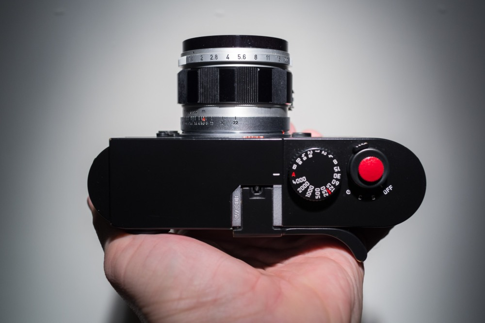 It's not a very big lens and has minimal viewfinder blockage.