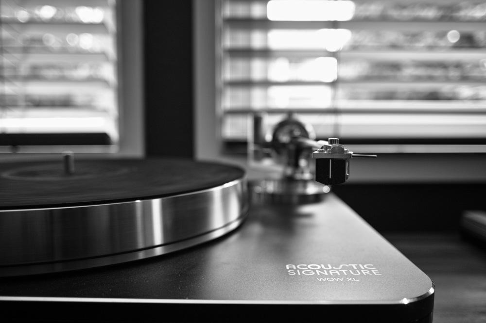 A beautiful turntable at Gig Harbor Audio. (Sigma DP1 Quattro)